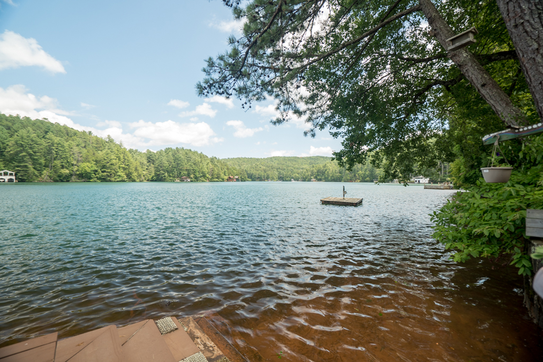 Additional photo for property listing at Lakefront On Lake Rabun! What More Could You Want!! 523 Levi Lane Lakemont, Georgië 30552 Verenigde Staten