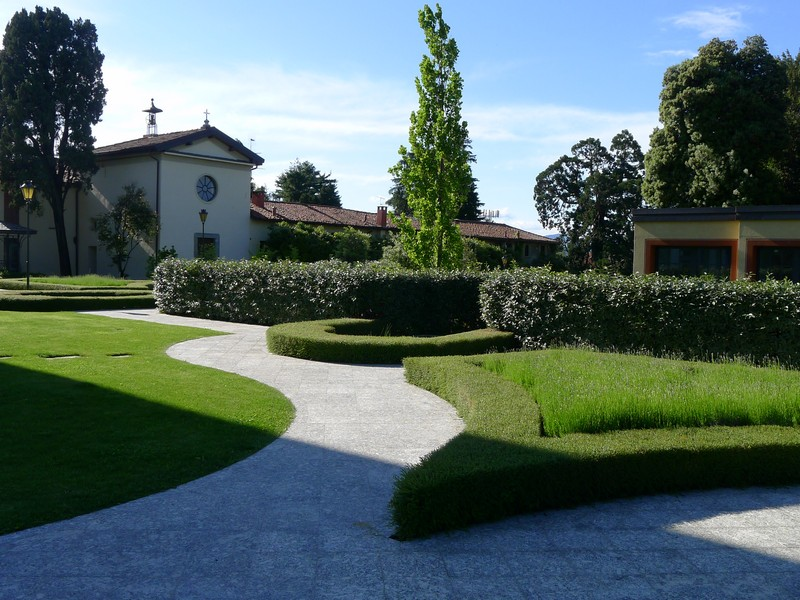 Additional photo for property listing at Tranquil furnished apartment in historical villa Golf Court Lake Como Fino Mornasco, Como 22073 Italia
