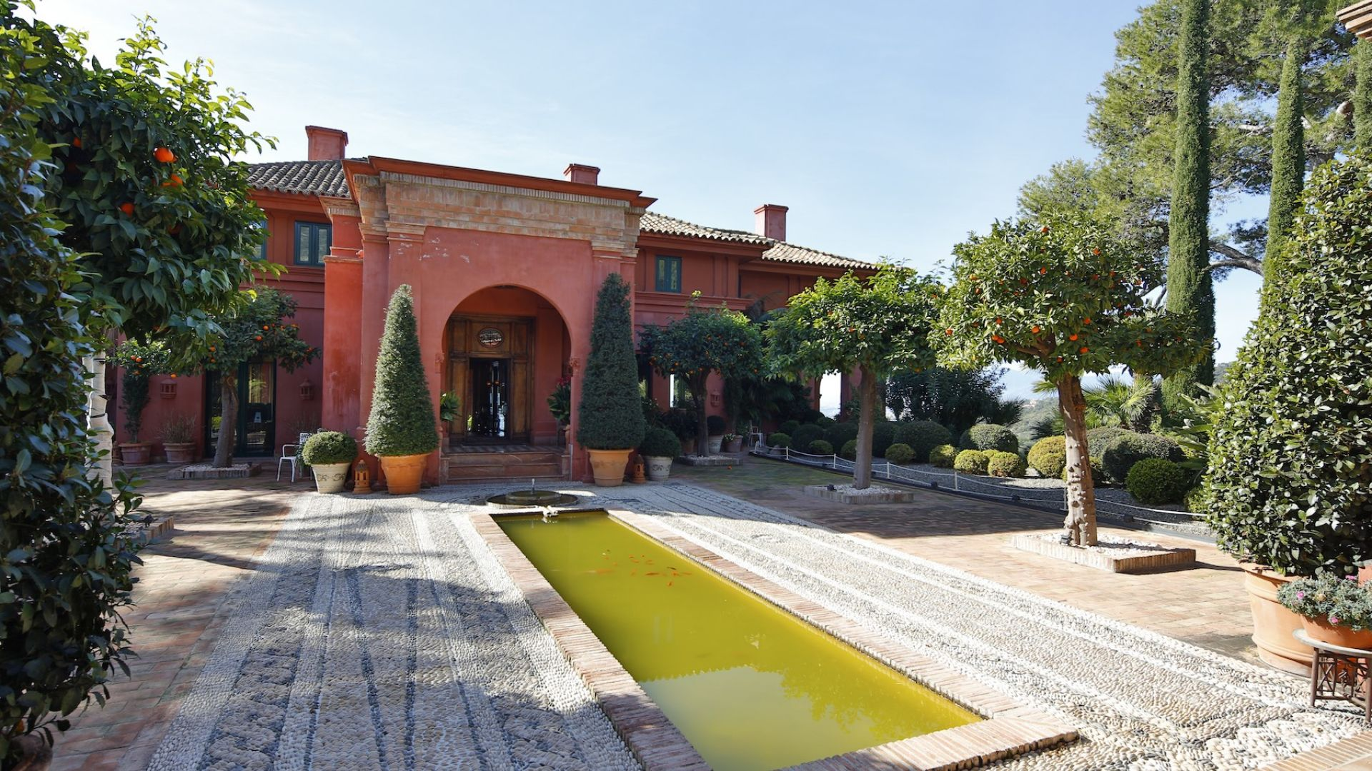 Maison unifamiliale pour l Vente à Magnificent residence located in the hills above Marbella Marbella, Costa Del Sol 29600 Espagne