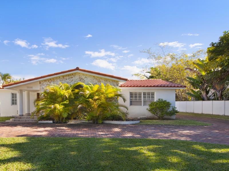 Villa per Vendita alle ore 1235 Lenox 1235 Lenox Av Miami Beach, Florida 33139 Stati Uniti