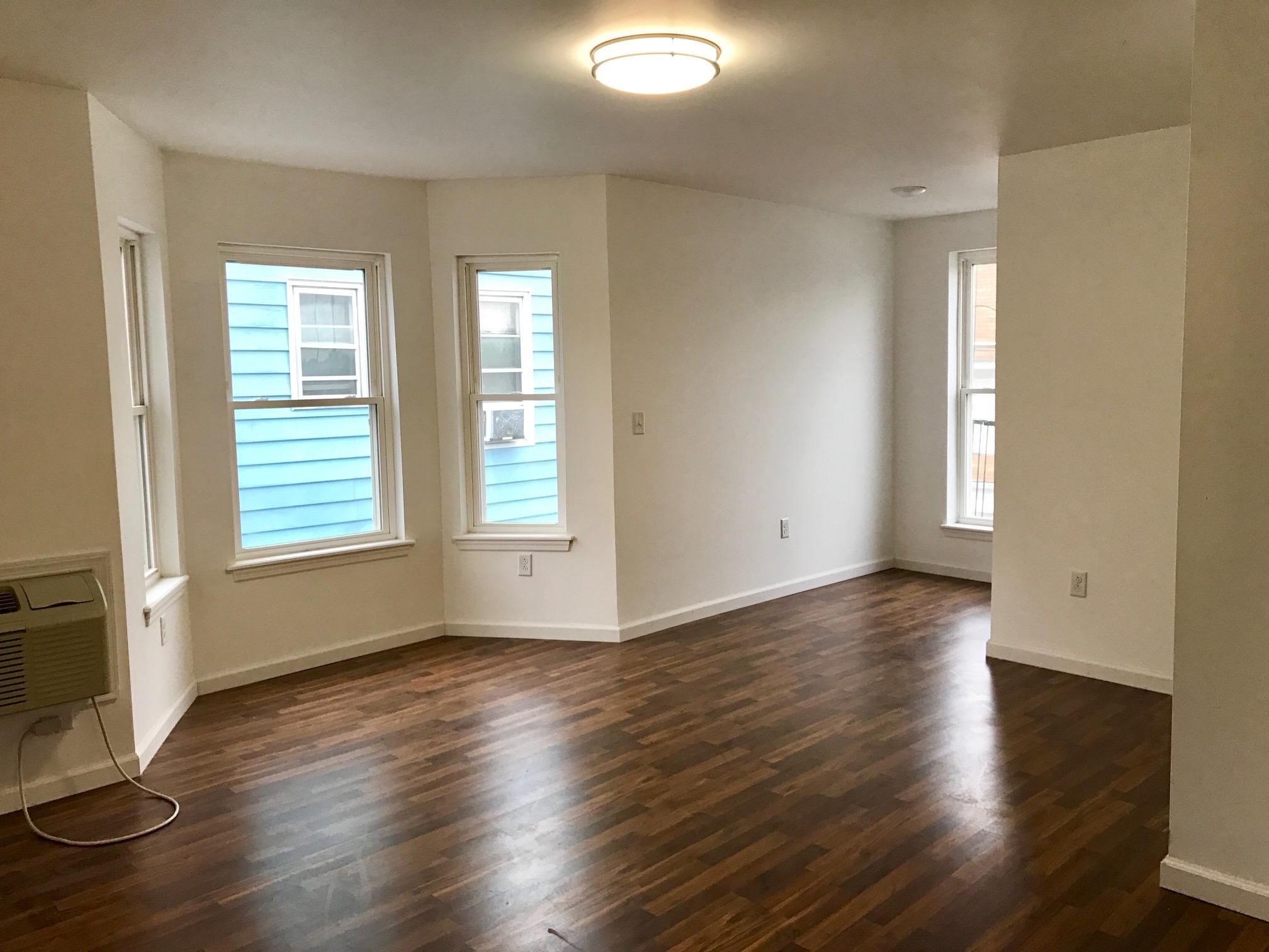 公寓 为 出租 在 Newly Renovated Spacious 815 Boulevard #2 Bayonne, 新泽西州 07002 美国
