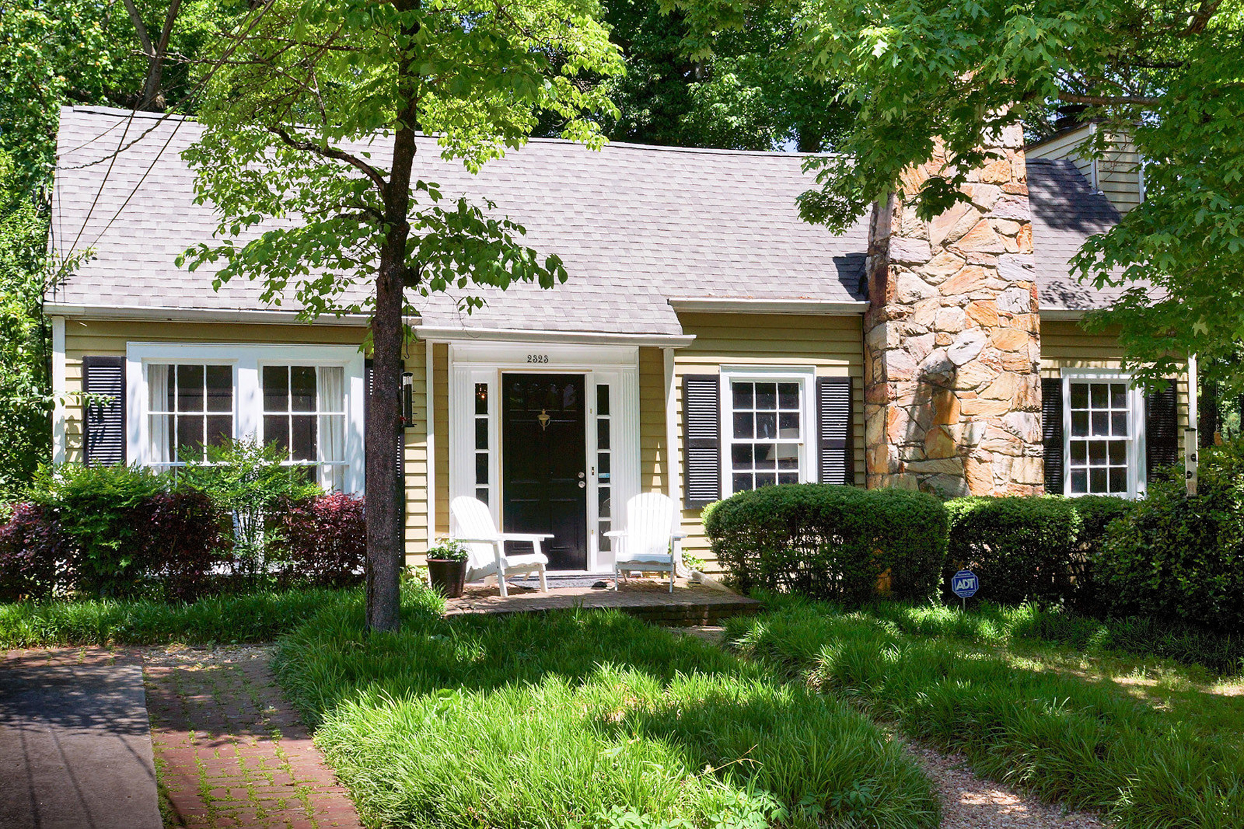 獨棟家庭住宅 為 出售 在 Wonderful Space And Privacy In Peachtree Hills 2323 Hurst Drive NE Peachtree Hills, Atlanta, 喬治亞州, 30305 美國