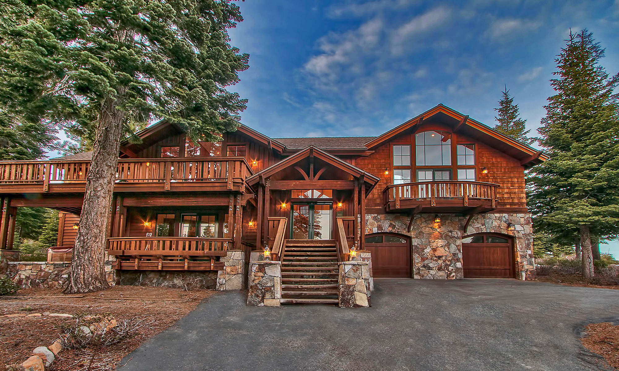 Single Family Home for Sale at Beautiful Lodge Style 14115 Skislope Way Tahoe Donner, Truckee, California 96161 United States