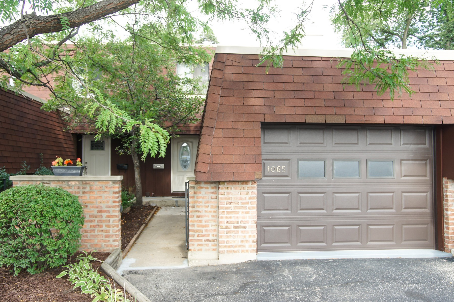 Townhouse for Sale at Meticulous Renovation! 1065 Busse Highway Park Ridge, Illinois, 60068 United States
