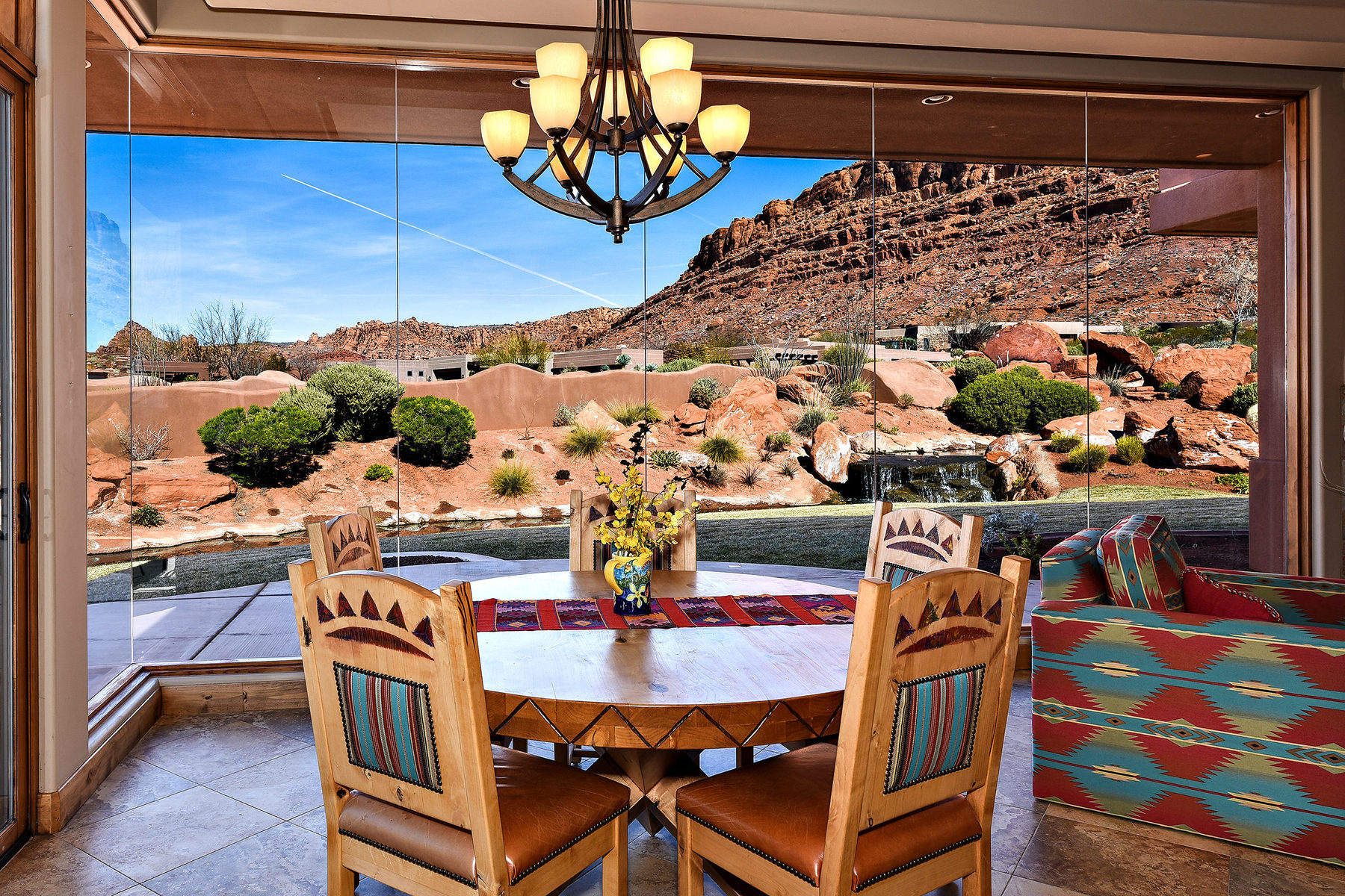 Casa para uma família para Venda às Entrada Golf Home With Red Cliff Views 2331 W Entrada Trail #47 St. George, Utah, 84770 Estados Unidos