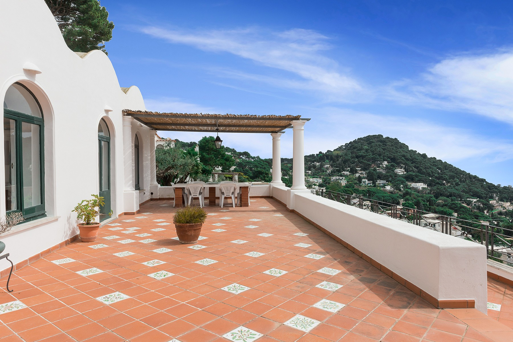 Additional photo for property listing at A magnificent villa on panoramic Via Belvedere Cesina, Capri Capri, Naples Italy