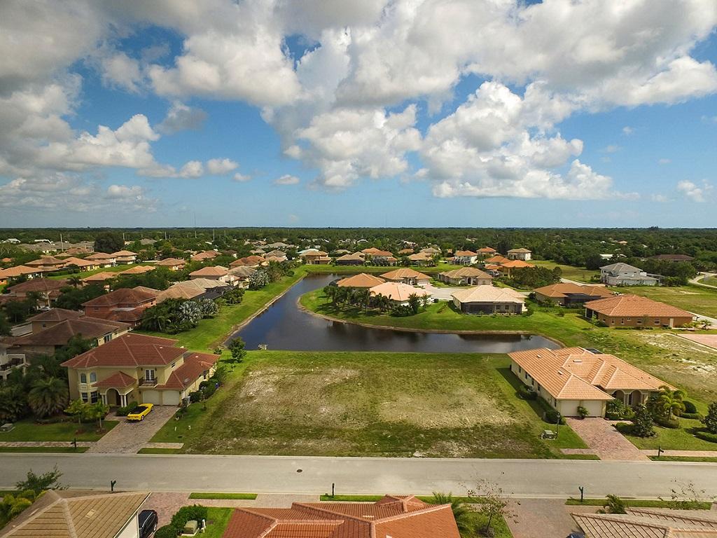 Terrain pour l Vente à All Homesites Have Room for a Pool 6230 55th Ave Vero Beach, Florida, 32967 États-Unis
