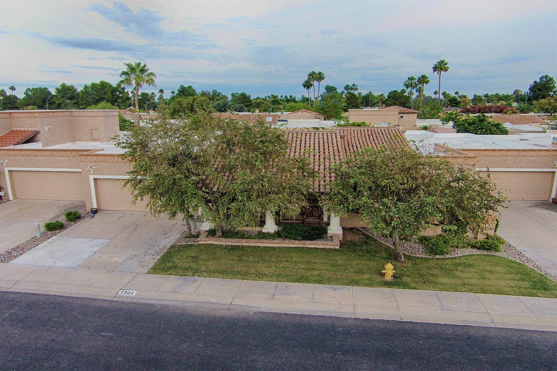 Nhà ở một gia đình vì Bán tại Beautifully Remodeled Single Level Patio Home in the Heart of Scottsdale 7701 N VIA CAMELLO DEL NORTE ST Scottsdale, Arizona 85258 Hoa Kỳ