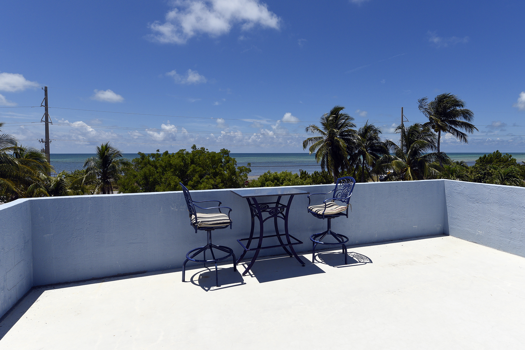 Additional photo for property listing at Desirable Sandglass Unit 74980 Overseas Highway #4 Islamorada, Florida 33036 Estados Unidos
