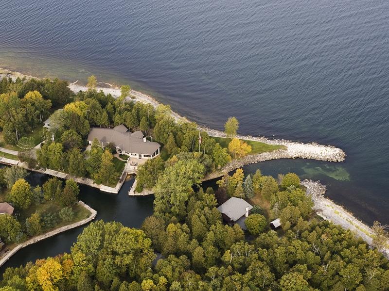 Nhà ở một gia đình vì Bán tại Bayside Private Marina 4295 Bay View Drive Sturgeon Bay, Wisconsin 54235 Hoa Kỳ