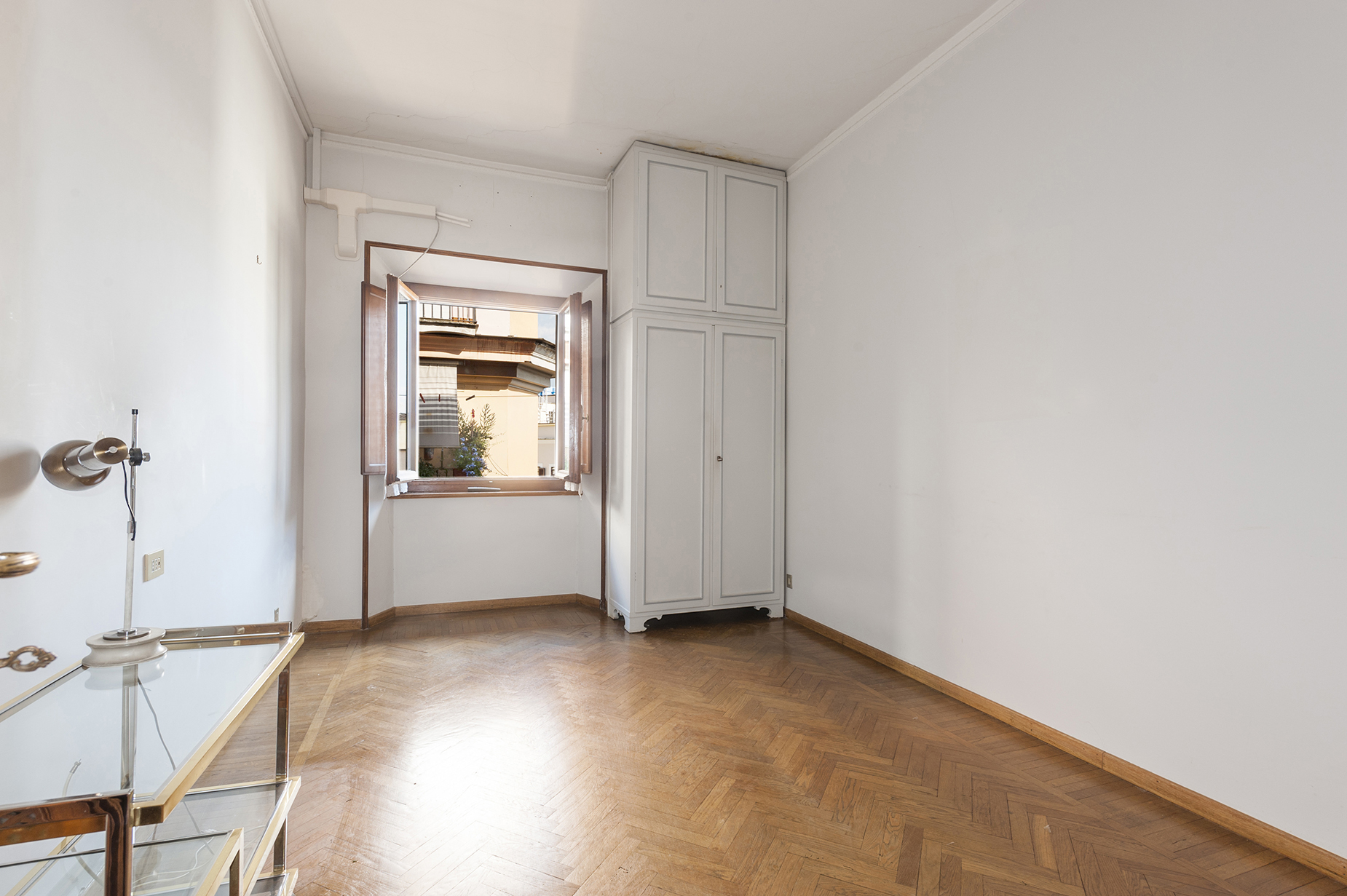 Additional photo for property listing at Elegant and bright apartment in the Sallustiano district Via Piave Rome, Rome 00187 Italy