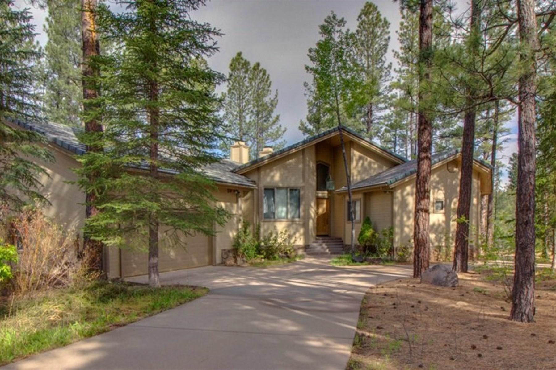 Casa para uma família para Venda às Backing National Forest with stunning San Francisco Peak 2034 William Palmer Flagstaff, Arizona 86005 Estados Unidos