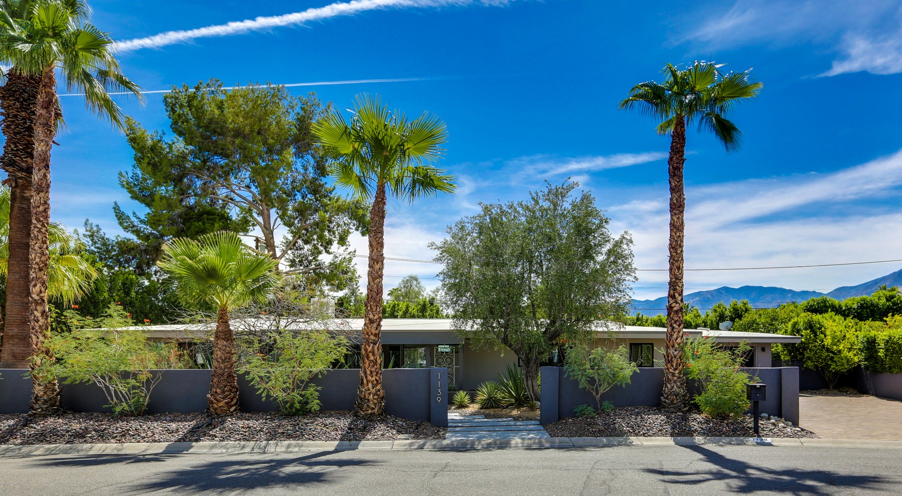 Single Family Home for Sale at 1139 Pasatiempo Road Palm Springs, California 92262 United States