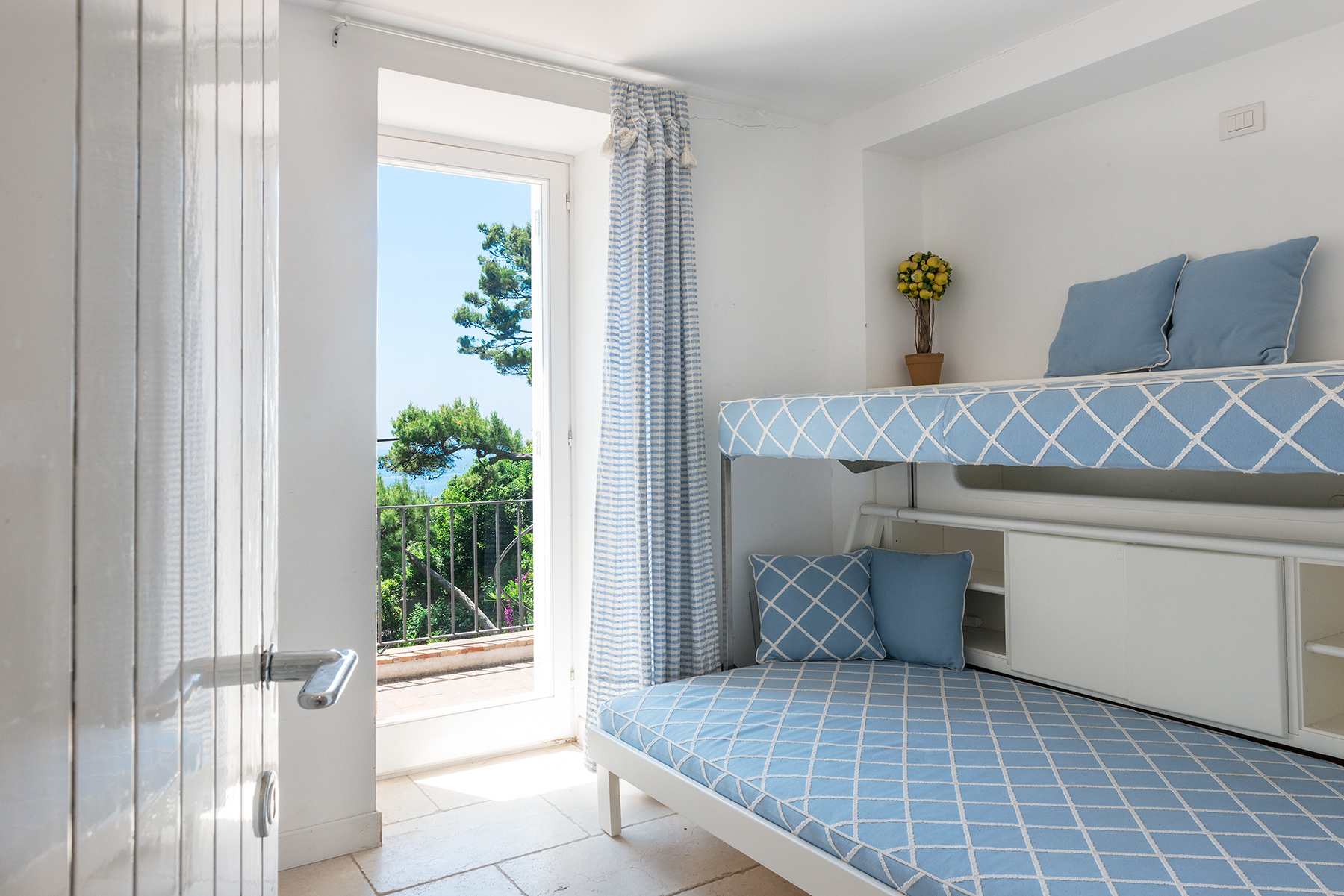 Additional photo for property listing at Villa Pieds dans l'eau in Capri Capri, Naples Italy