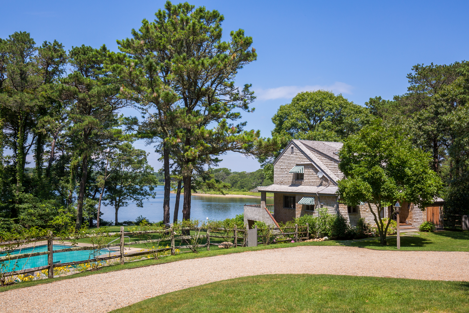 Villa per Vendita alle ore Picturesque & Private Waterfront Estate 10 Bachelder Avenue Edgartown, Massachusetts, 02539 Stati Uniti