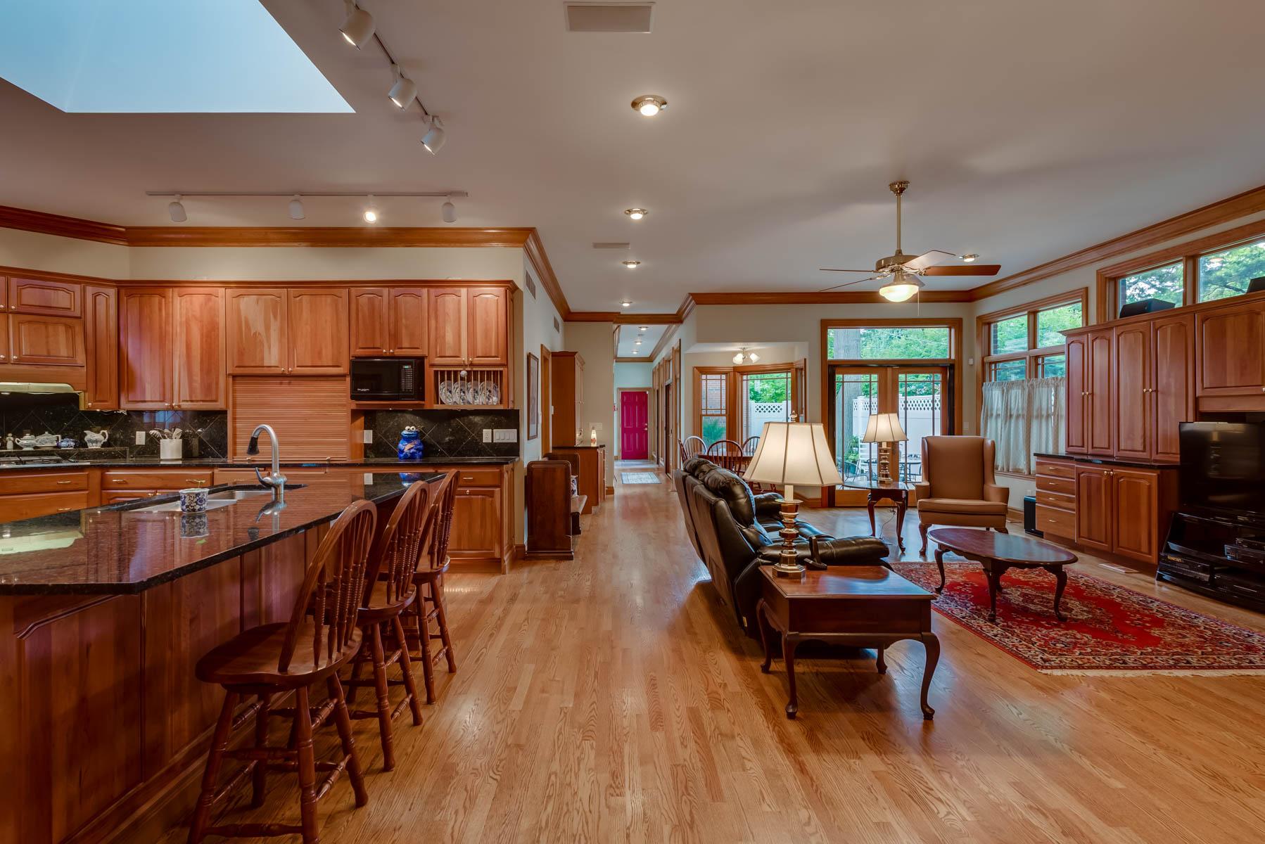 Casa para uma família para Venda às CONDO ALTERNATIVE - 12 Block from Clayton 523 West Drive University City, Missouri, 63130 Estados Unidos