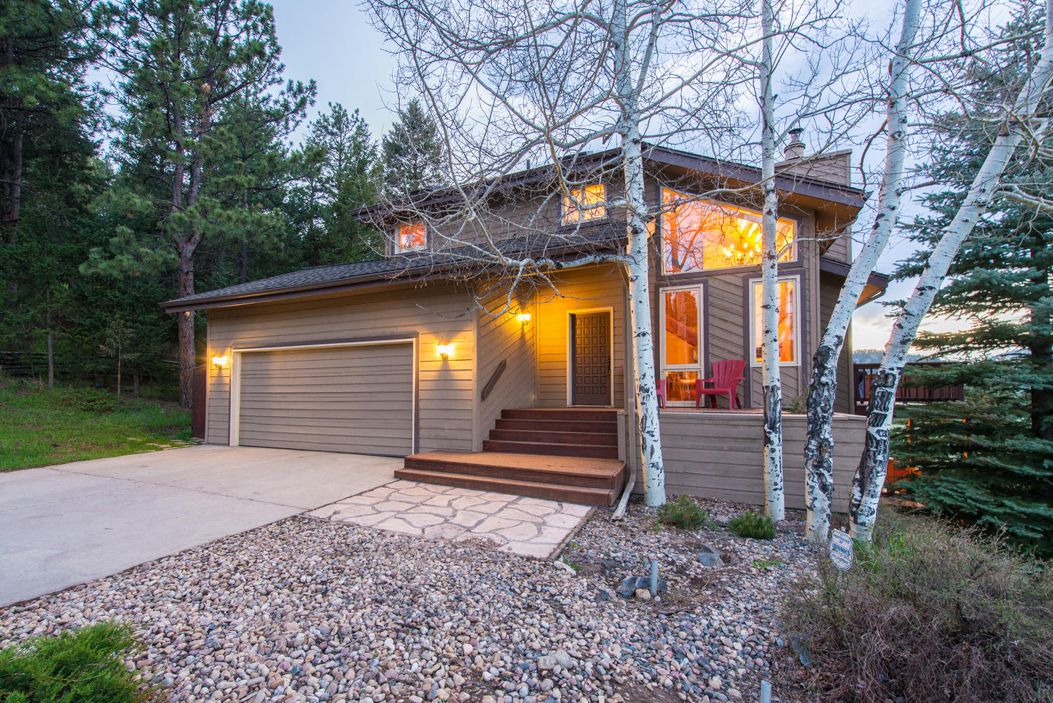 Villa per Vendita alle ore Close-in Beautiful Mountain Setting 32843 Deep Forest Road Evergreen, Colorado, 80439 Stati Uniti