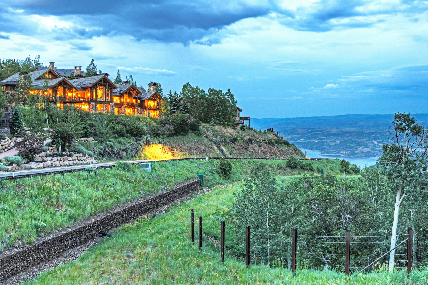 Villa per Vendita alle ore Rustic Ski in/Ski Out Deer Crest Home 10015 N Summit View Dr Park City, Utah 84060 Stati Uniti