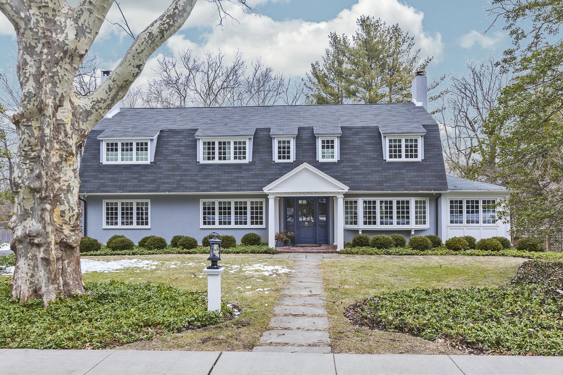Nhà ở một gia đình vì Bán tại A Grand Dame of a Home in Historic Princeton 57 Cleveland Lane Princeton, New Jersey 08540 Hoa Kỳ