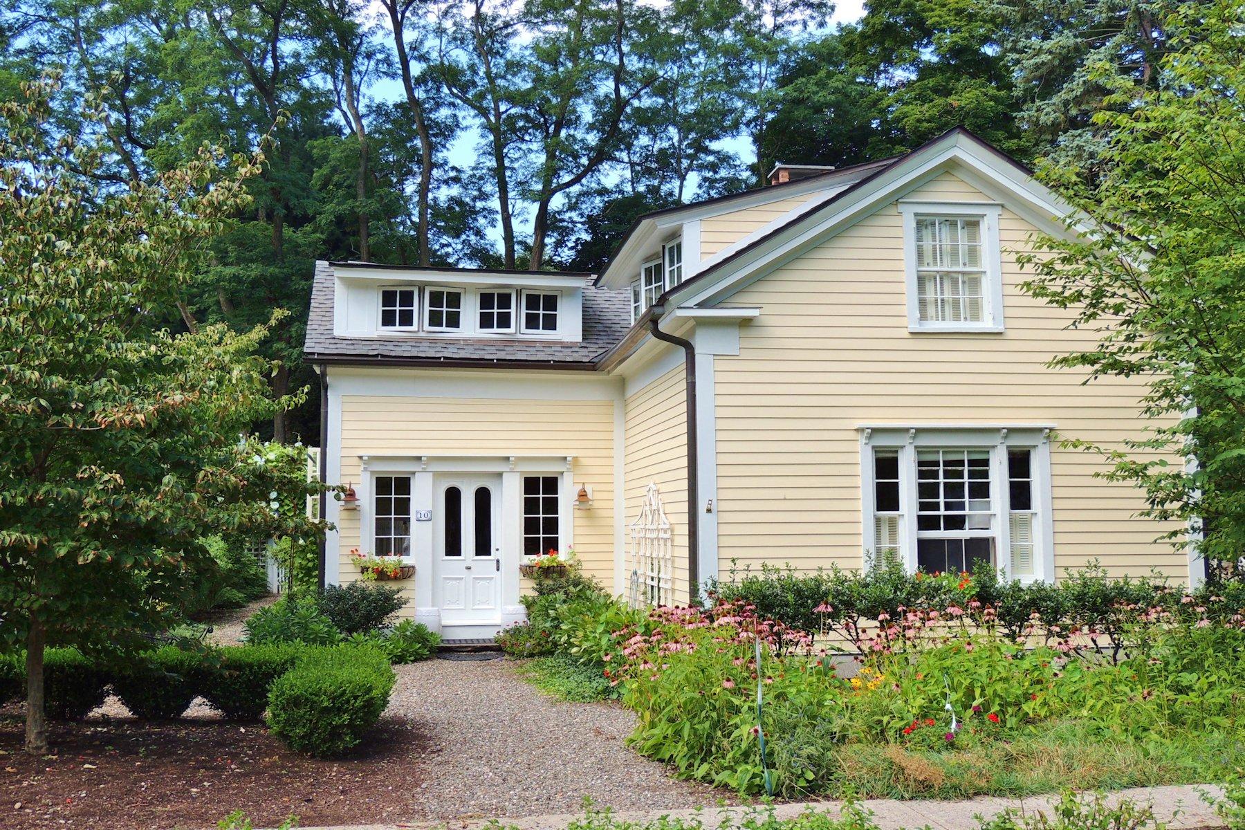 Vivienda unifamiliar por un Venta en Exceptional Village House 10 William Street Kinderhook, Nueva York 12106 Estados Unidos