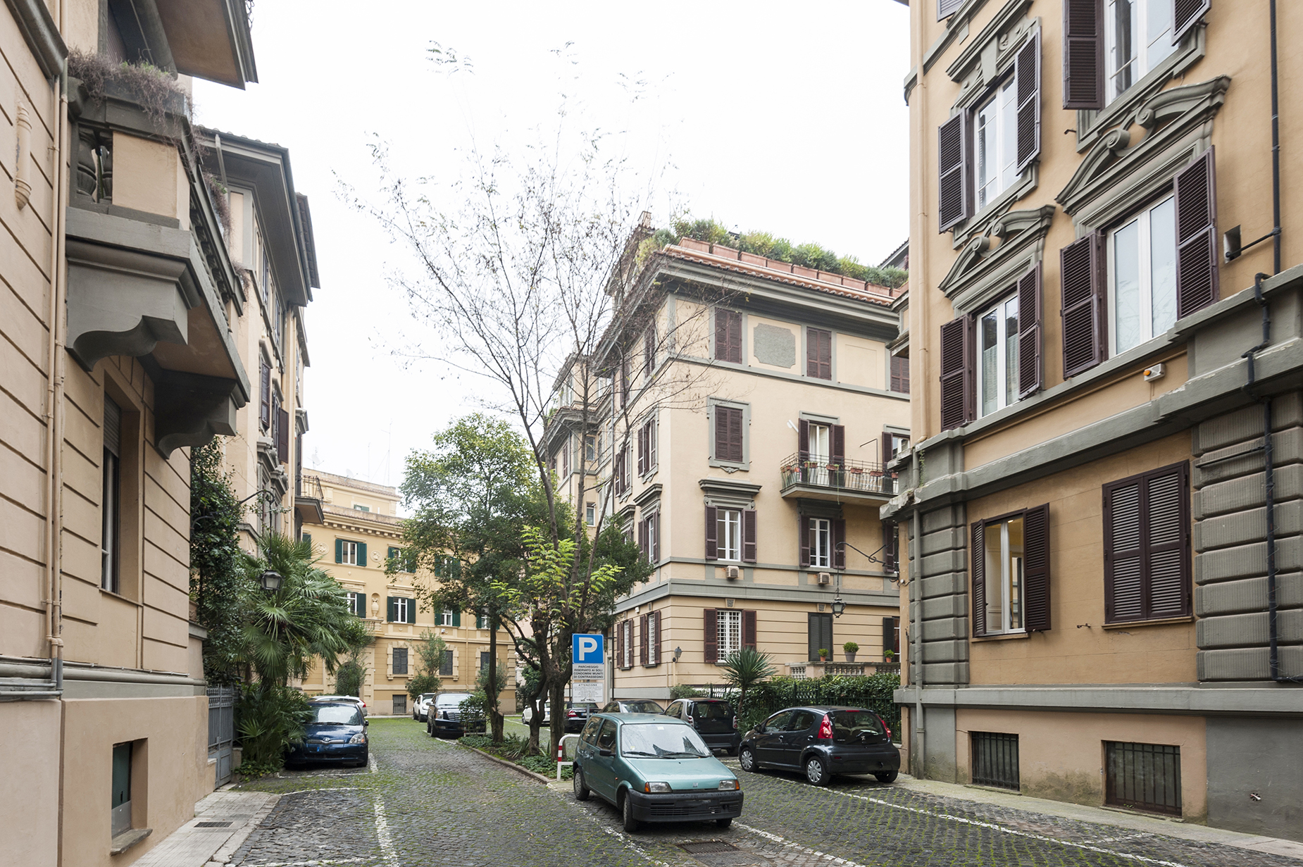 Additional photo for property listing at Quiet apartment a few steps from Piazza Ungheria Viale Parioli Rome, Roma 00197 Italia