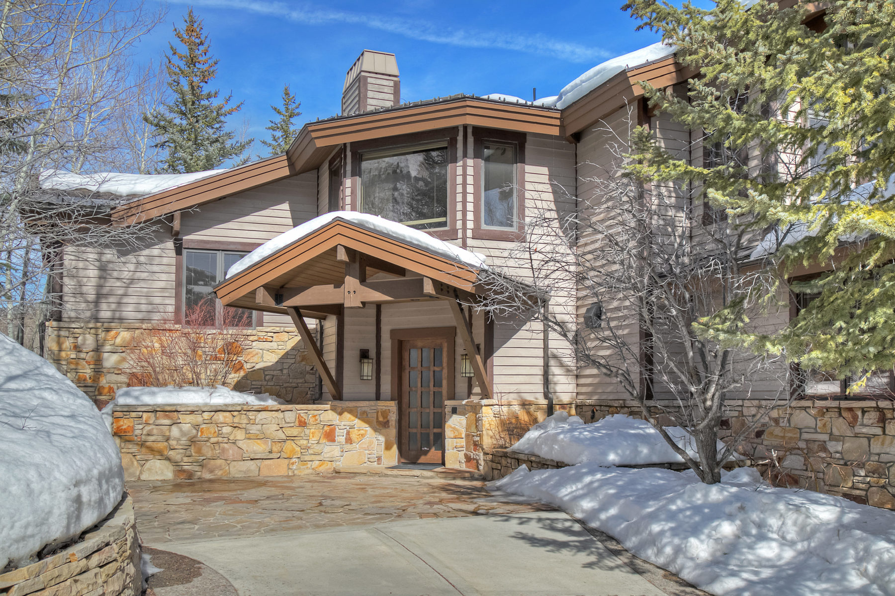 Single Family Home for Sale at Perfect Combination of Outstanding Materials and Craftsmanship 2418 Iron Mountain Dr Park City, Utah, 84060 United States