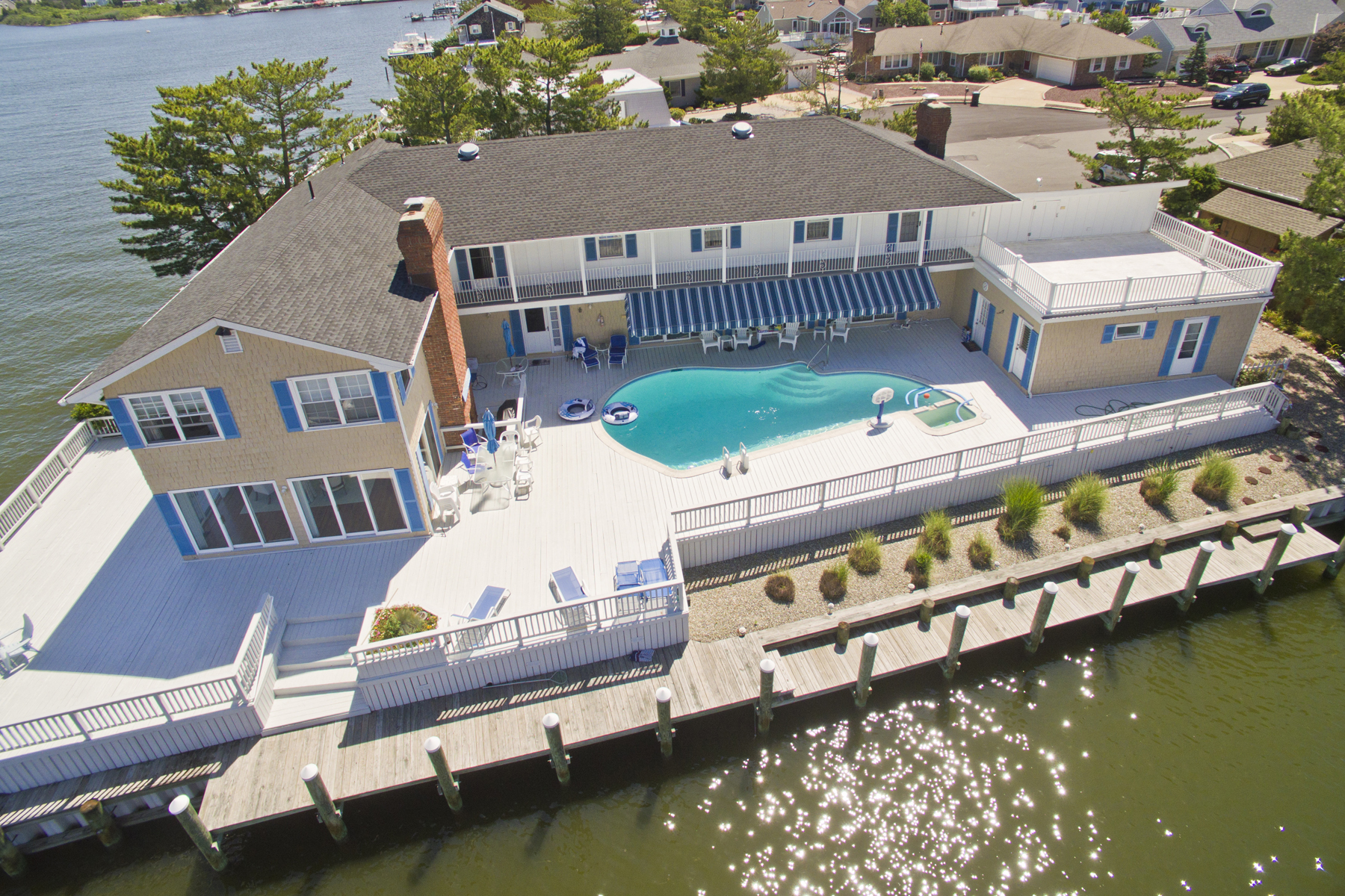 Casa Unifamiliar por un Venta en Magnificent Mantoloking Shores Waterfront 195 Buccaneer Way Mantoloking, Nueva Jersey 08739 Estados Unidos