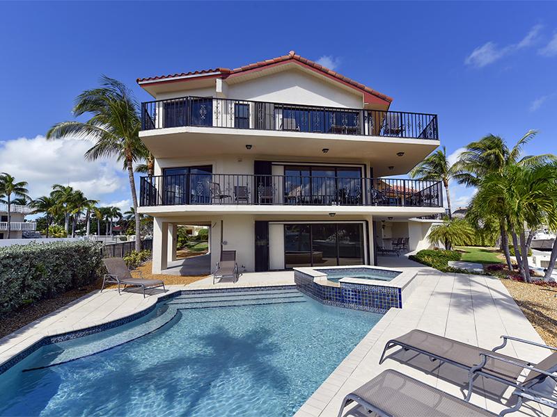 Maison unifamiliale pour l Vente à Renovated Canalfront Home 338 Laguna Ave Key Largo, Florida 33037 États-Unis