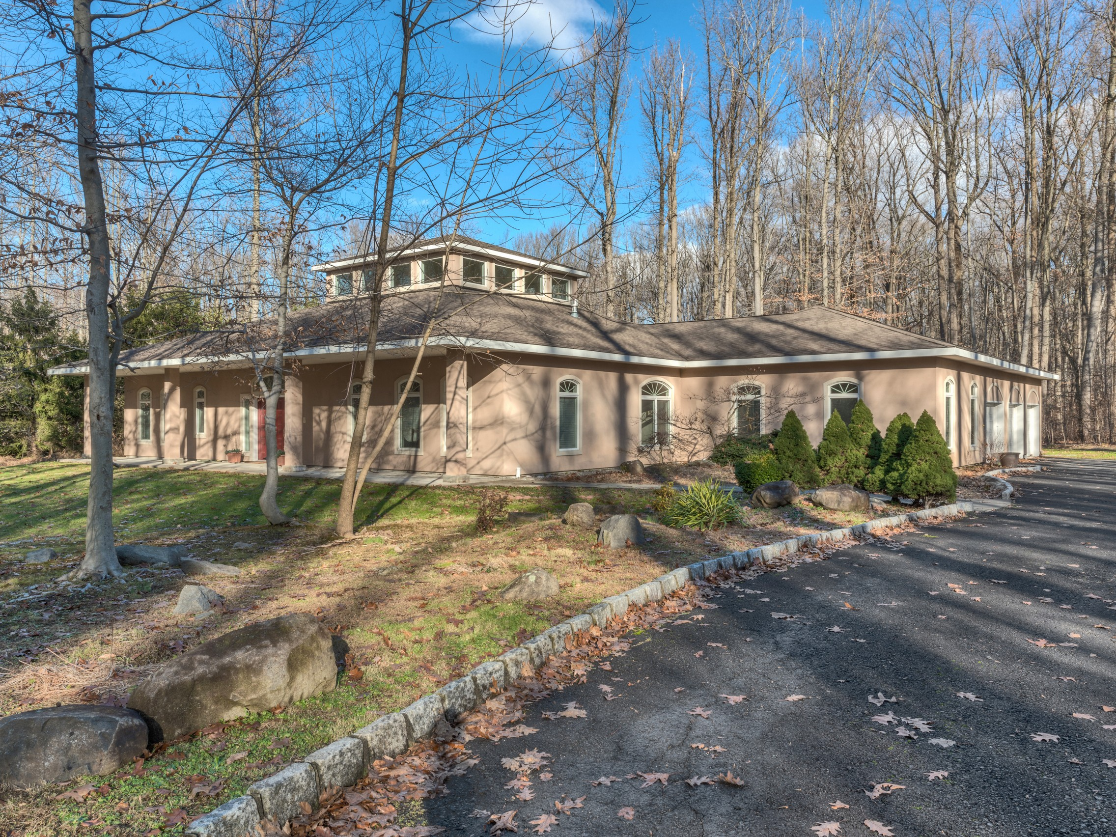 Single Family Home for Sale at Custom Contemporary 23 Heyhoe Woods Rd. Palisades, New York, 10964 United States