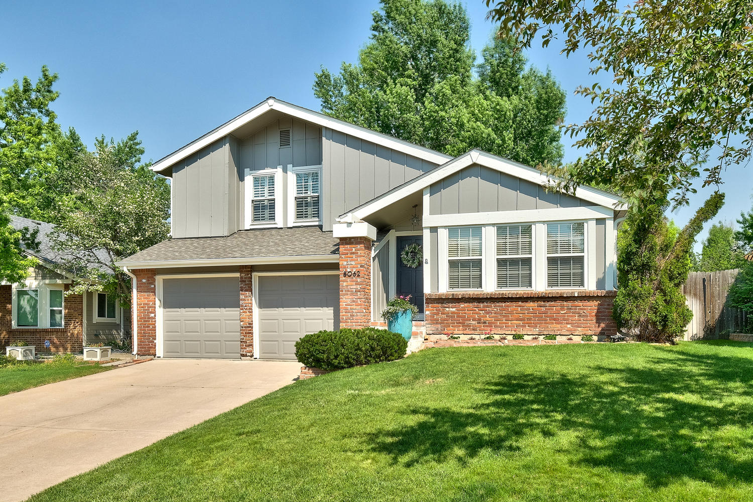 Single Family Home for Sale at Charming Willow Creek Home Located on a Cul-de-sac Steps from Park 8062 S Rosemary Ct Centennial, Colorado, 80112 United States