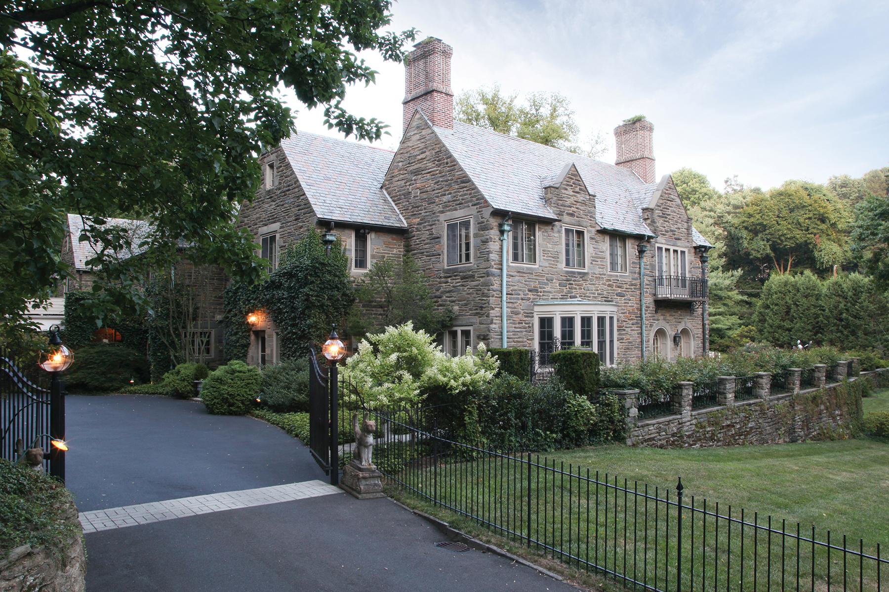 단독 가정 주택 용 매매 에 English Country Manor 15 W. Bells Mill Road Chestnut Hill, Philadelphia, 펜실바니아, 19118 미국