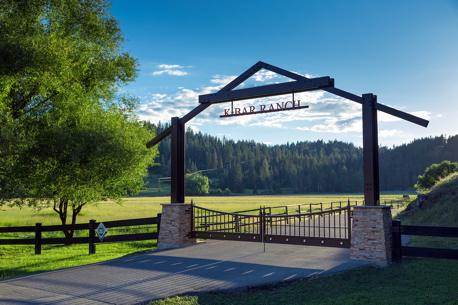 Vivienda unifamiliar por un Venta en K-Bar Ranch 8865 East Fernan Lake Road Coeur D Alene, Idaho, 83814 Estados Unidos