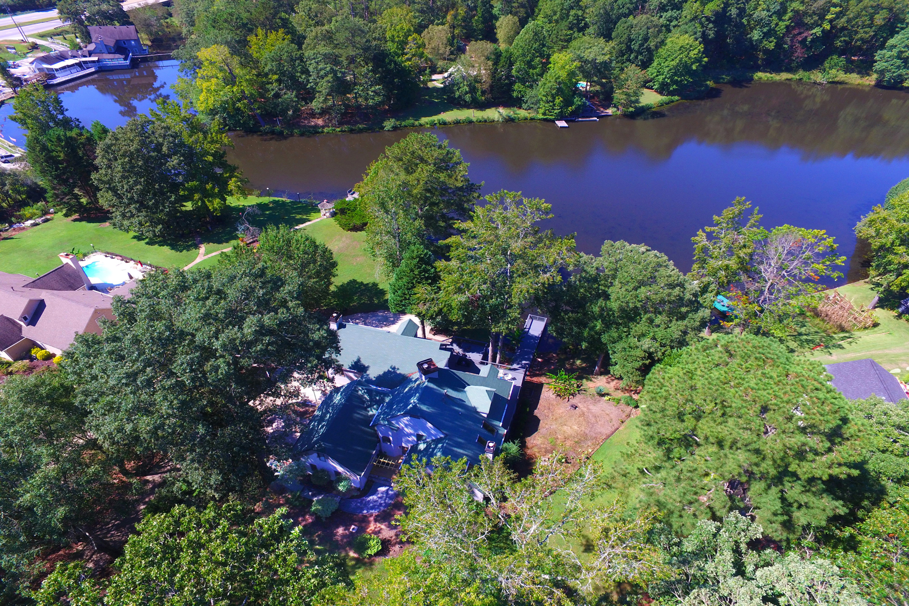 Additional photo for property listing at Lake Front Home Recently Renovated 120 Old Mill Court Fayetteville, ジョージア 30214 アメリカ合衆国