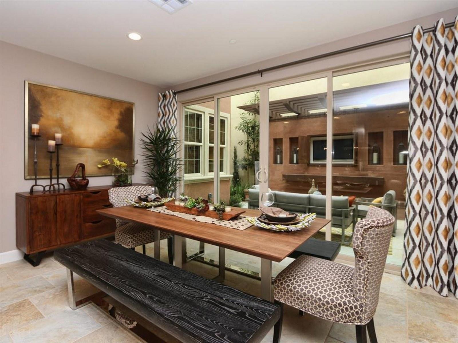 Villa per Vendita alle ore Canterra 6717 Monterra Trail San Diego, California 92130 Stati Uniti
