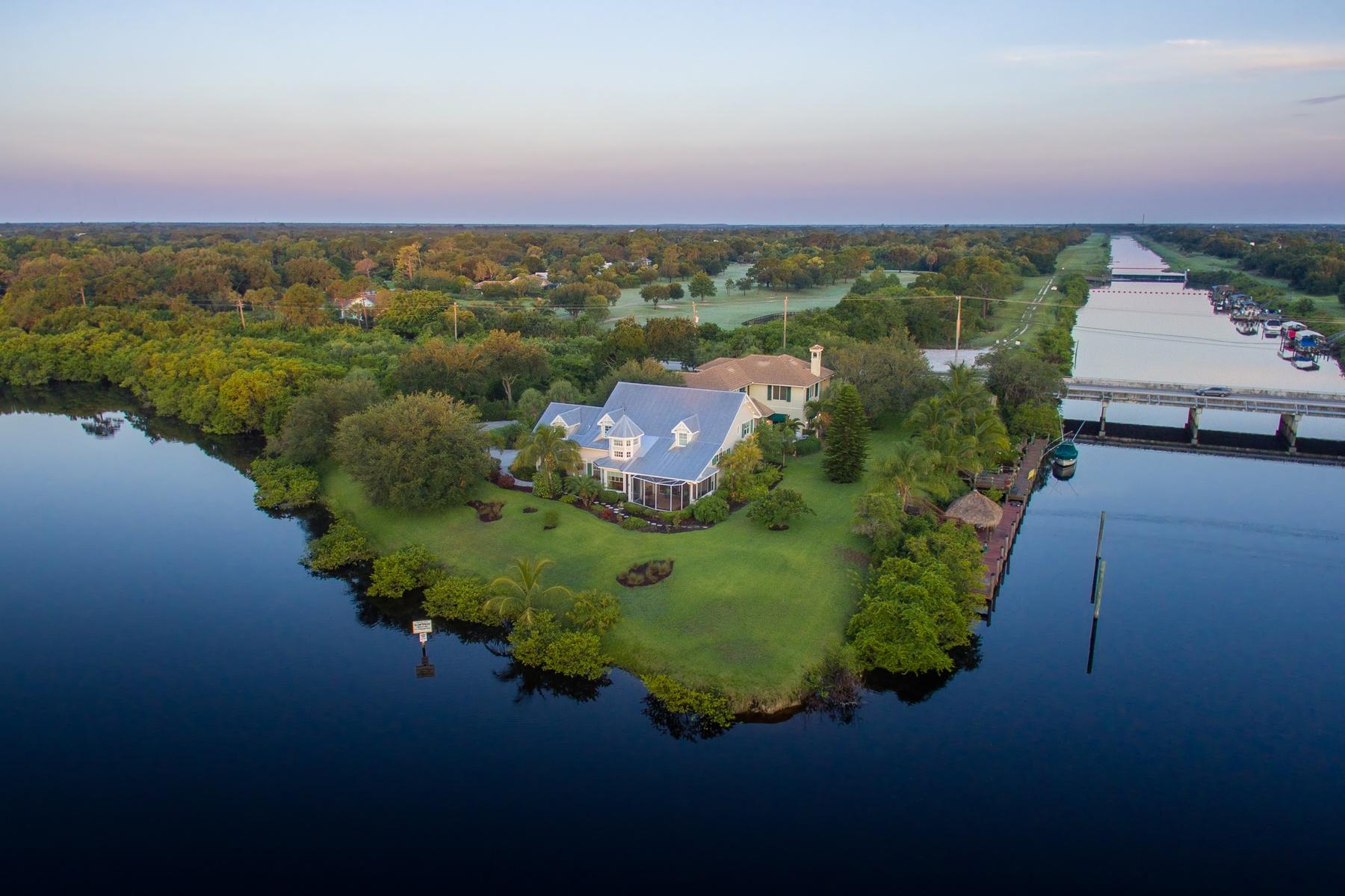 Maison unifamiliale pour l Vente à 2991 SW Murphy Rd Palm City, Florida, 34990 États-Unis