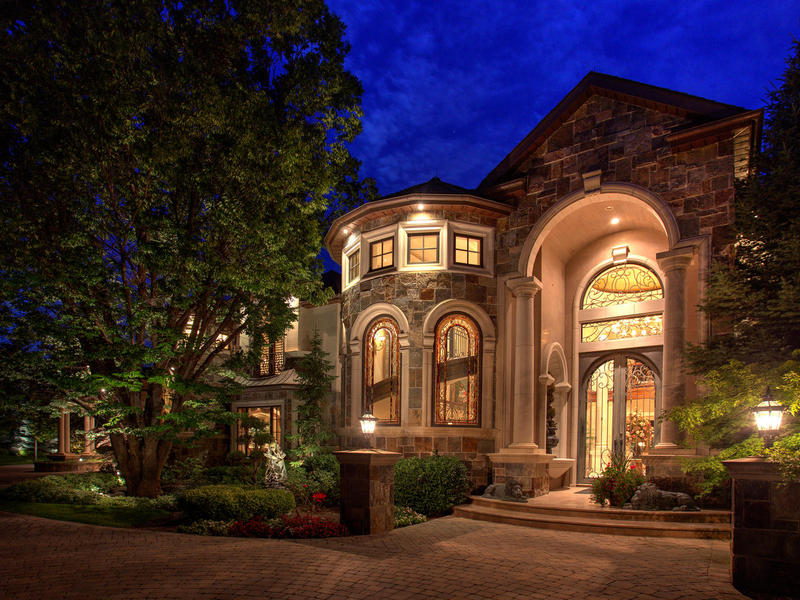 独户住宅 为 销售 在 Spectacular Estate with Old World Elegance 5987 Brentwood Dr Salt Lake City, 犹他州 84121 美国