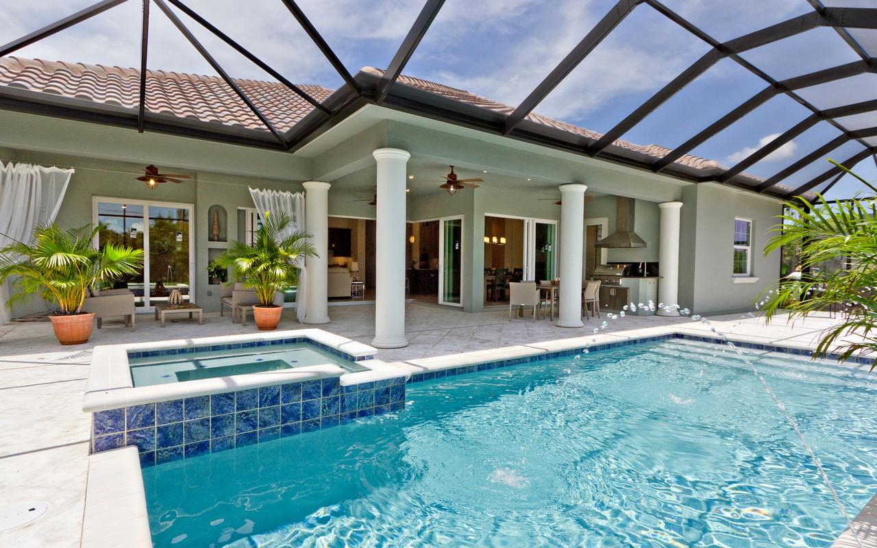 Casa Unifamiliar por un Venta en Luxurious Custom Pool Home in Eagle Trace 6160 55th Ave Vero Beach, Florida, 32967 Estados Unidos