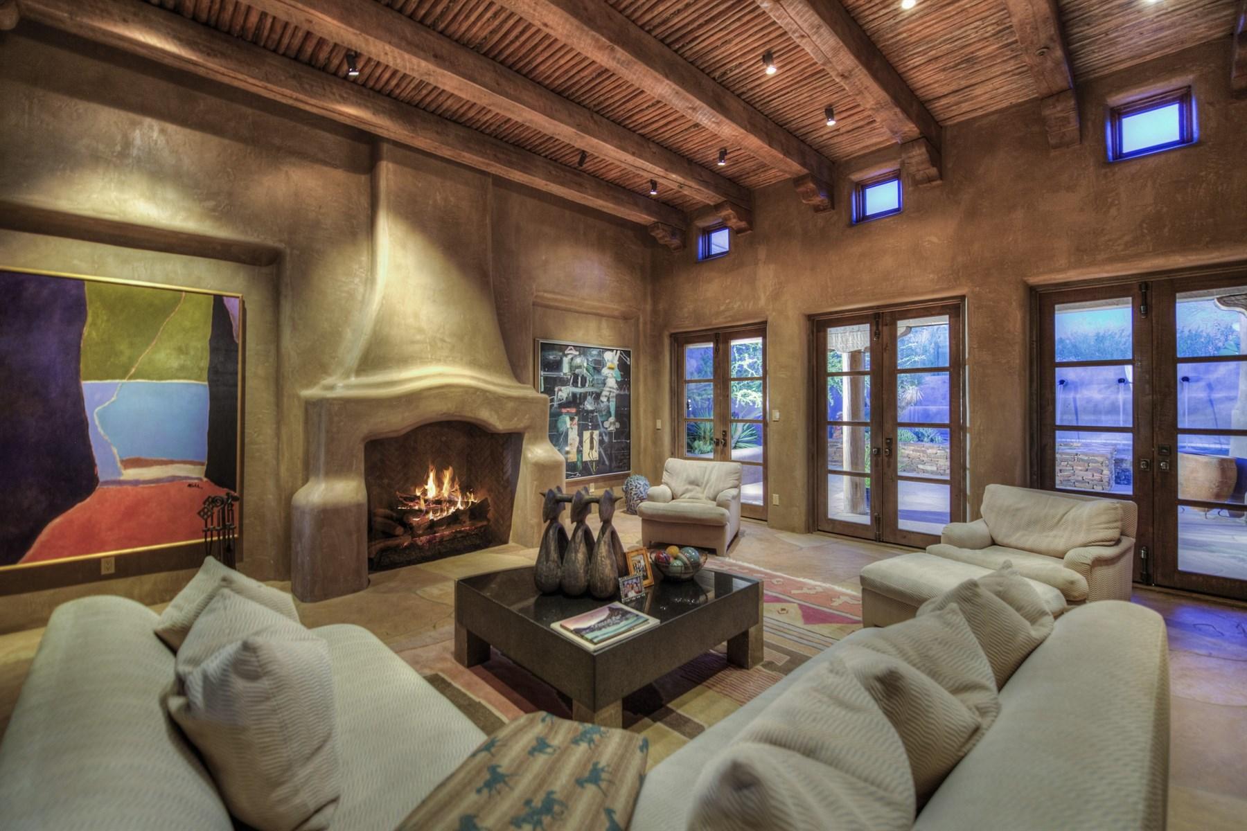 独户住宅 为 销售 在 Elegant Pueblo Revival home, masterfully designed by architect German Robledo 10040 E Happy Valley Rd 18 斯科茨代尔, 亚利桑那州 85255 美国