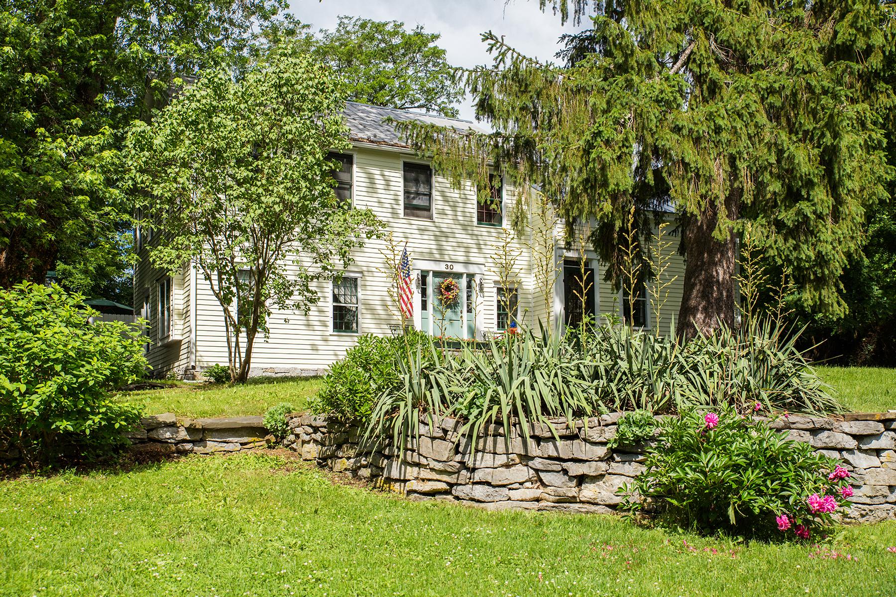 Casa Unifamiliar por un Venta en Historic Village of Kinderhook Home 30 William Street Kinderhook, Nueva York 12106 Estados Unidos