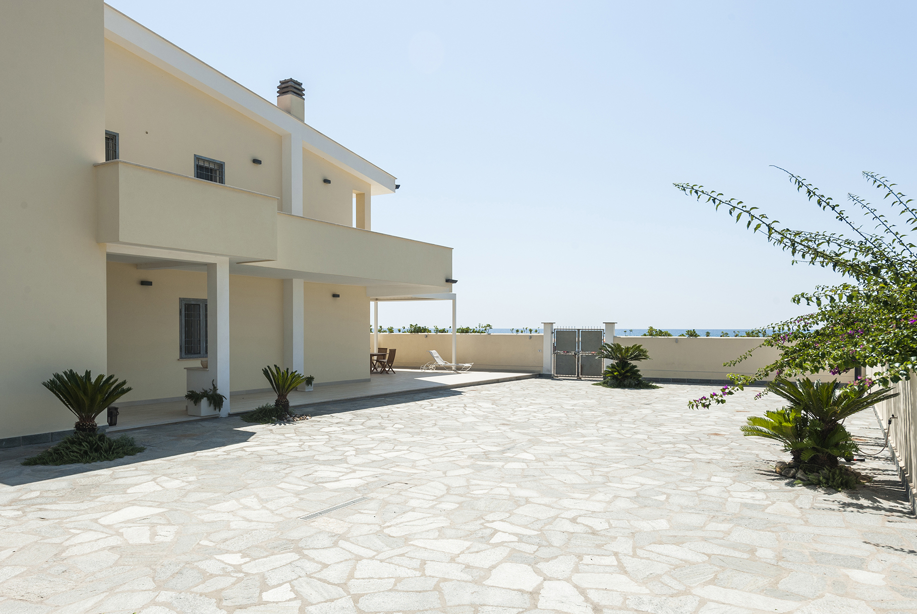 Additional photo for property listing at Brand new building with direct access to the beach San Felice Circeo, Latina Italie