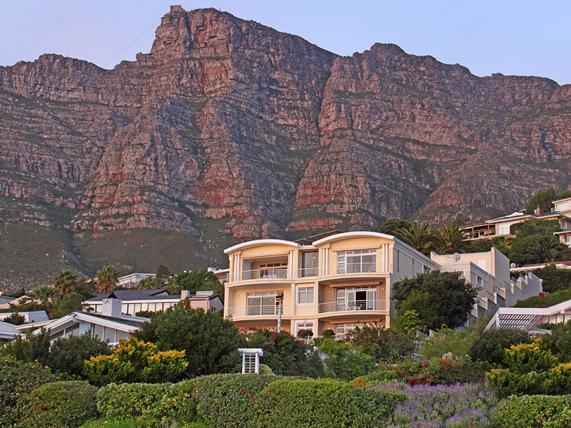 Maison de Ville pour l Vente à A Landmark Home with Magical Mountain Backdrop and Superb Ocean Views Cape Town, Cap-Occidental, 8001 Afrique Du Sud