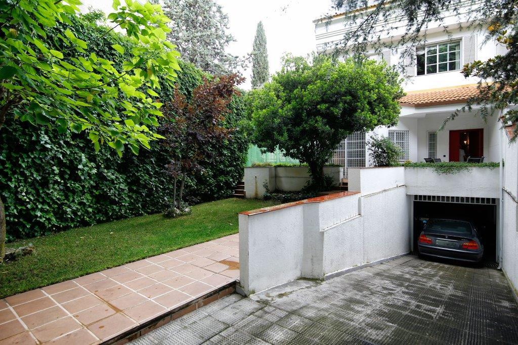 Maison unifamiliale pour l Vente à Magnifico chalet en la finca Madrid, Madrid Espagne