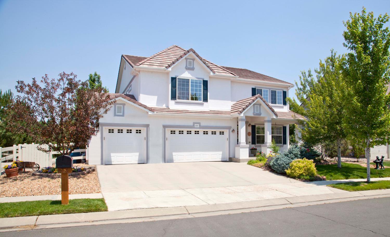 Maison unifamiliale pour l Vente à Handsome Broadlands West Stucco 4727 Longs Ct Broomfield, Colorado 80023 États-Unis