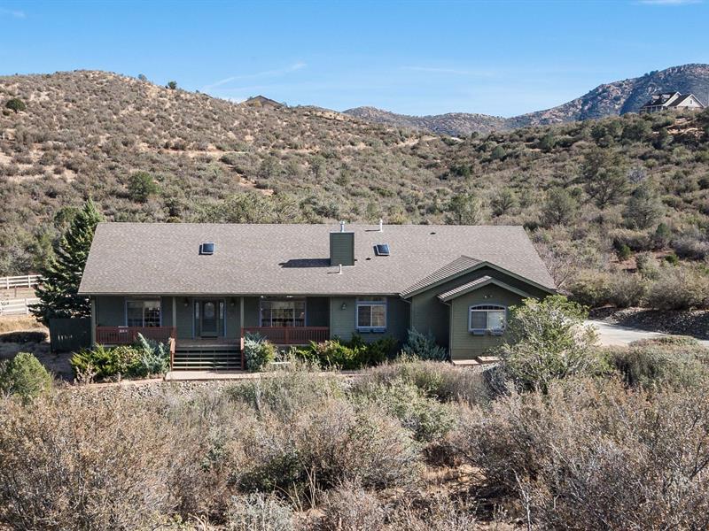 Moradia para Venda às Gorgeous Home Surrounded by the National Forest 199 N French Drive Prescott, Arizona 86303 Estados Unidos