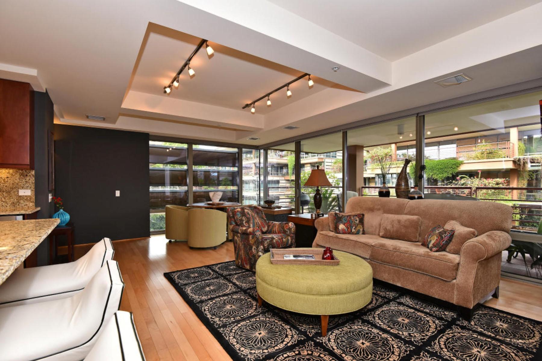 公寓 为 销售 在 Tranquility and serenity of interior living at Optima 7147 E Rancho Vista Dr #5006 斯科茨代尔, 亚利桑那州 85251 美国