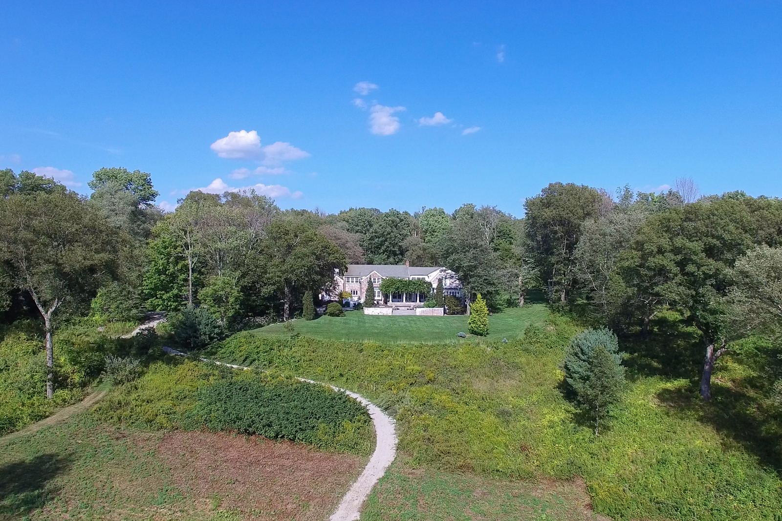 Villa per Vendita alle ore Timeless Brick Country Manor 115 Hunting Lane Sherborn, Massachusetts 01770 Stati Uniti