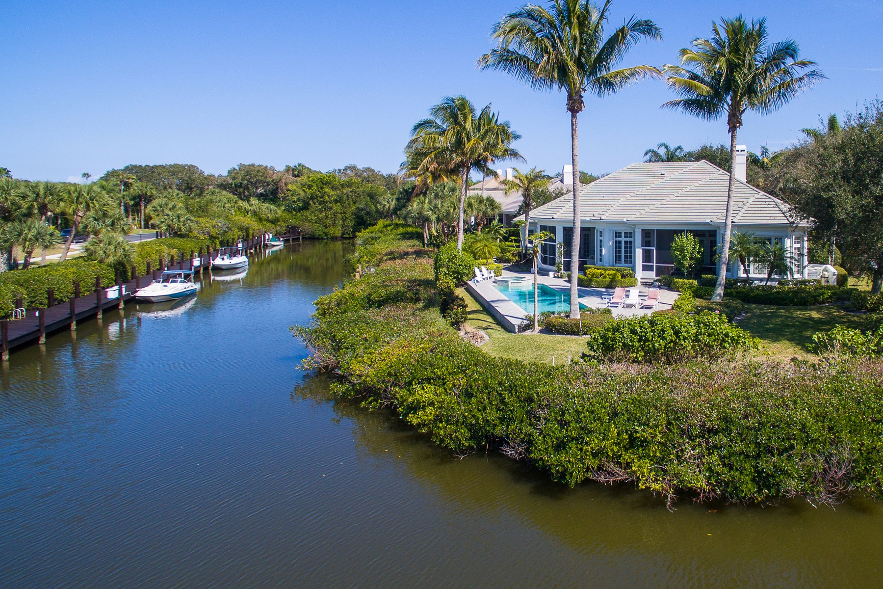 Villa per Vendita alle ore Riverfront Showplace in The Estuary 125 Rivermist Way Vero Beach, Florida, 32963 Stati Uniti