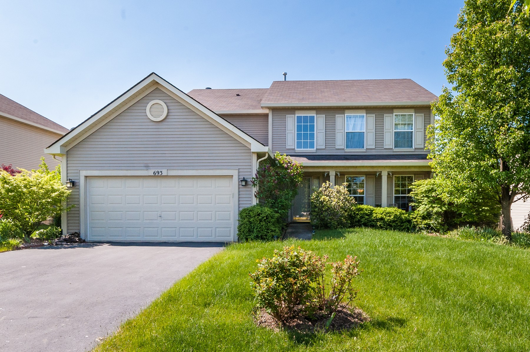 Single Family Home for Sale at Beautiful Home on Quiet Street 693 W briarcliff Road Bolingbrook, Illinois, 60440 United States