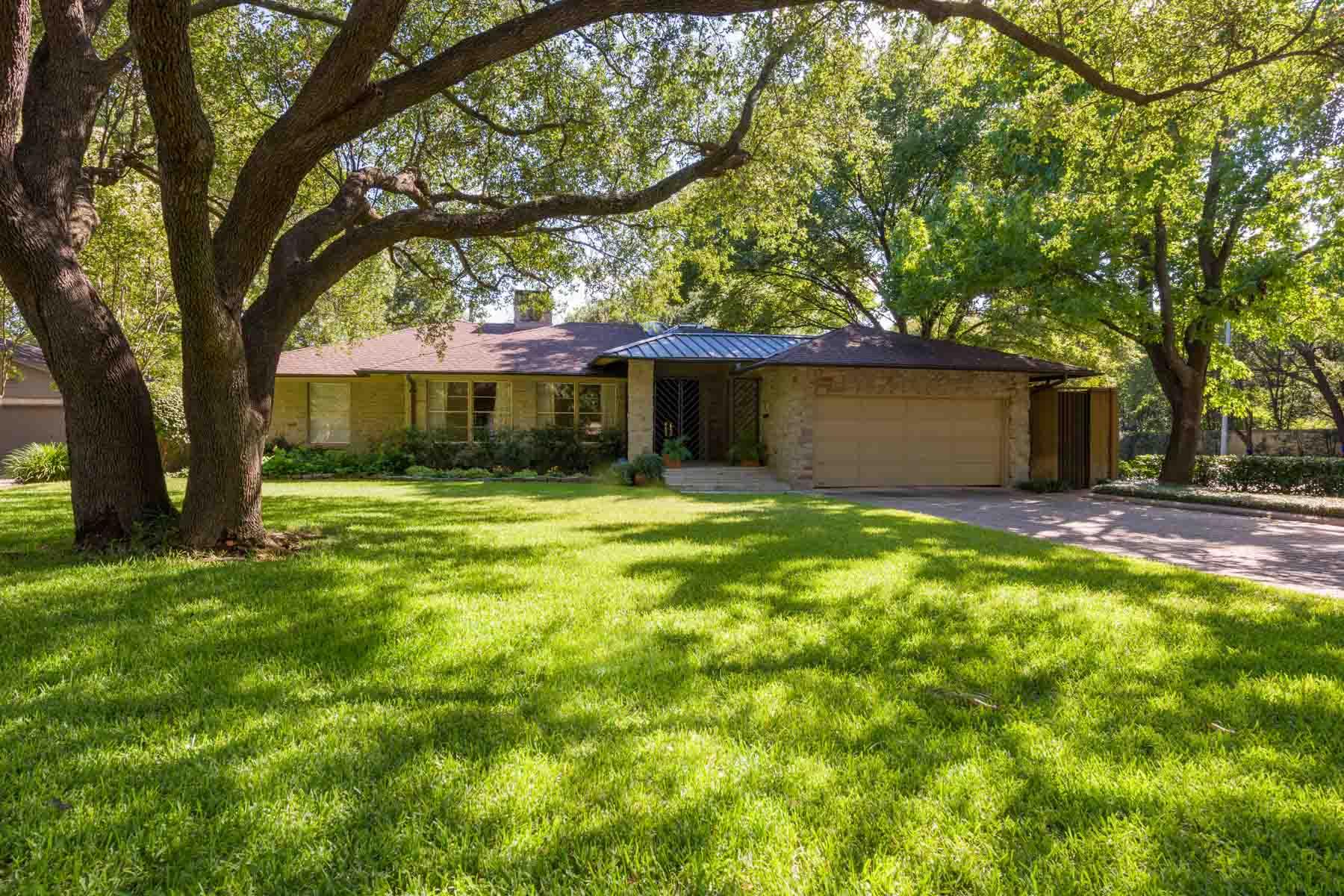 Villa per Vendita alle ore Hard to Find Preston Hollow Gem in Prime Location 6004 Northwood Rd Dallas, Texas, 75225 Stati Uniti