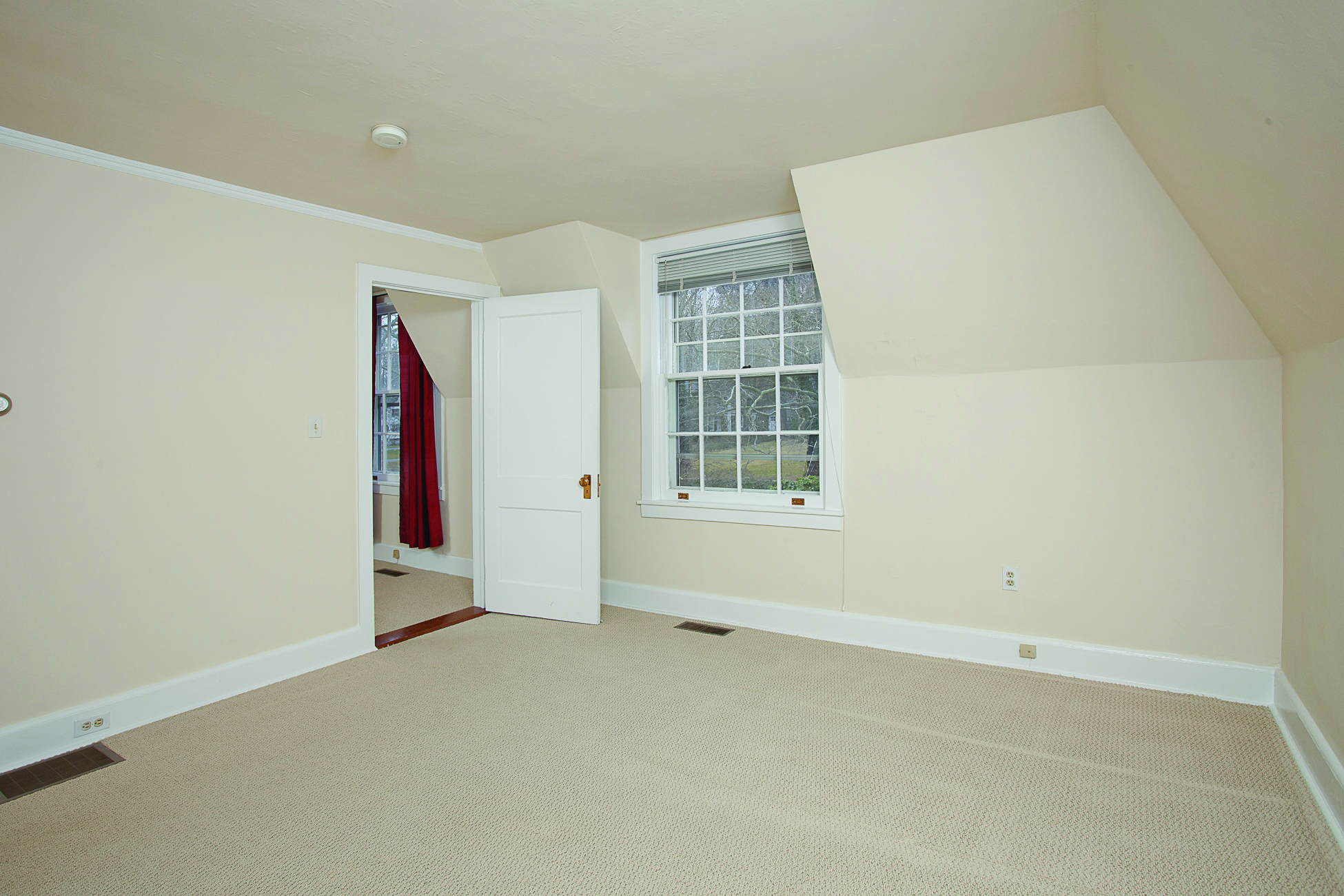 Additional photo for property listing at Charming Three Room Carriage Apartment 14 Battle Road Princeton, New Jersey 08540 United States